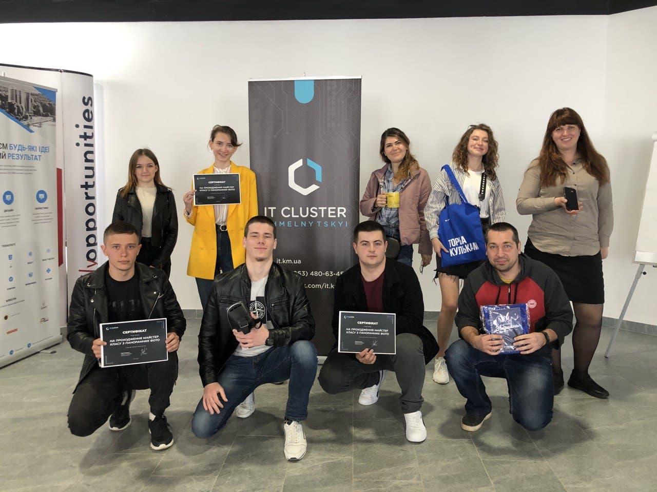 Нагороджені переможці розіграшу від ІТ-кластера